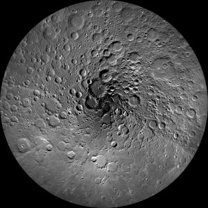 La Luna desde su polo norte