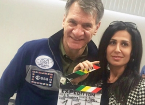 La directora de cine Alessandra Bonavina y el astronauta Paolo Nespoli (Italia)